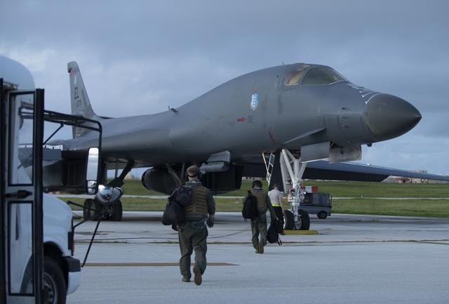 Máy bay ném bom B-1B Mỹ làm nhiệm vụ tại Biển Đông - 3