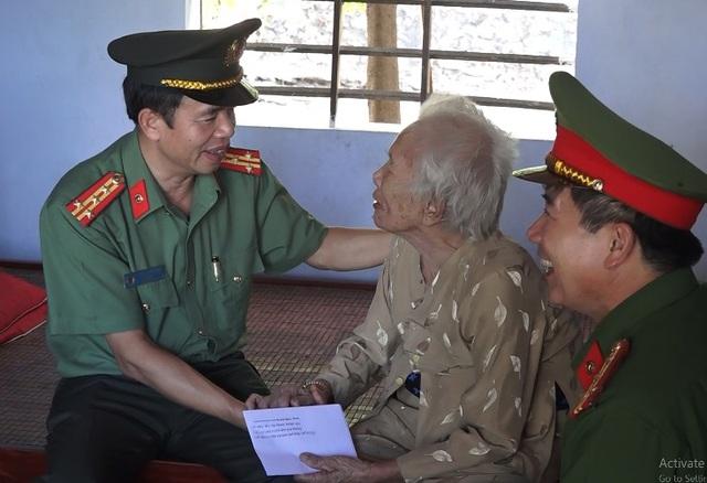 Thăm và tặng quà Bà mẹ Việt Nam anh hùng, thương binh và thân nhân liệt sỹ - 1