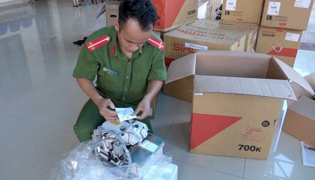 Tạm giữ lô hàng do nước ngoài sản xuất trị giá 400 triệu đồng không giấy tờ - 2
