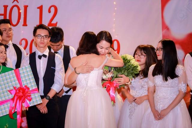 Tại sao Lễ trưởng thành của trường THPT Hồng Hà luôn đặc biệt? - 2