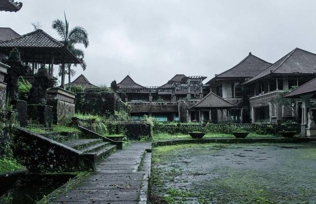 Khách sạn cao cấp 30 năm chưa từng đón khách và truyền thuyết bị ma ám - 2