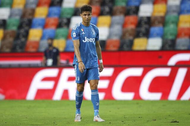 C.Ronaldo mờ nhạt, Juventus thua sốc và lỡ cơ hội vô địch sớm - 1