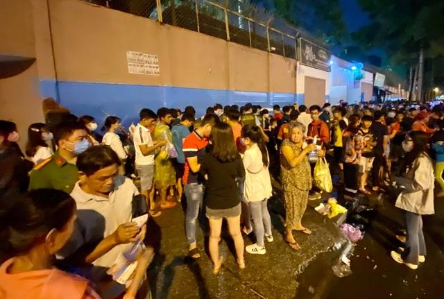 Khán giả ngồi chật sân Thống Nhất xem Công Phượng đối đầu Quang Hải - 3