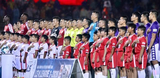 Khán giả ngồi chật sân Thống Nhất xem Công Phượng đối đầu Quang Hải - 2