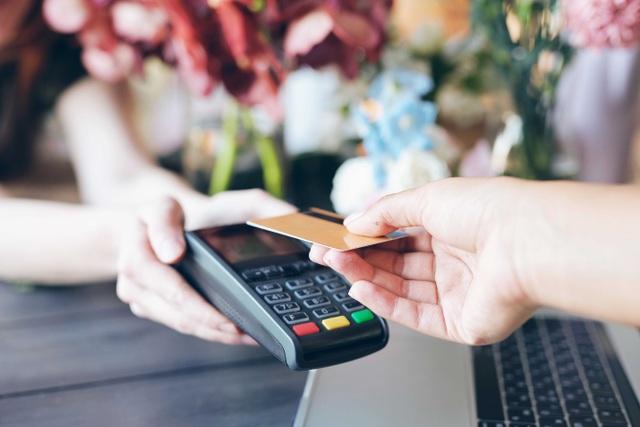 """""""Đi chợ"""" thanh toán không tiền mặt: vừa tiện vừa lợi - 1"""