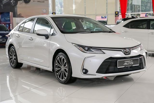 Sắp ra bản mới, đại lý Toyota giảm giá Corolla Altis hơn 170 triệu đồng - 2