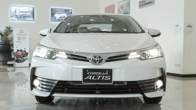 Sắp ra bản mới, đại lý Toyota giảm giá Corolla Altis hơn 170 triệu đồng - 1