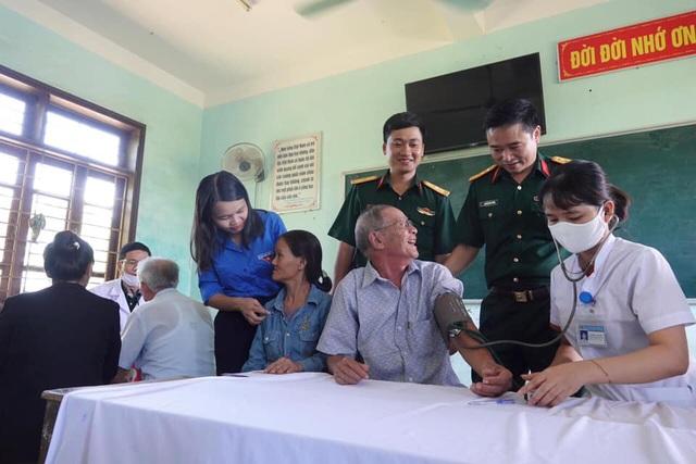 Tuổi trẻ quân đội, Tỉnh Đoàn Quảng Trị tặng quà tri ân đối tượng chính sách - 3