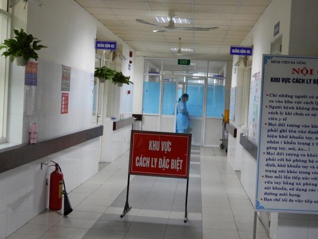 Bệnh nhân Covid-19 ở Đà Nẵng diễn biến xấu nhanh, phải chạy ECMO - 2