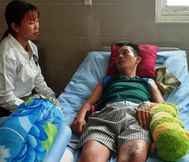 Người cha nằm liệt giường, hai con thơ dại nguy cơ bỏ học giữa chừng - 1