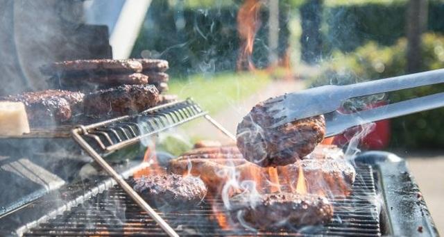 Chỉ 1 bước nhỏ giúp giảm nguy cơ ung thư khi ăn thịt nướng - 1