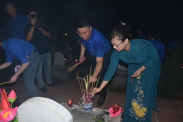Lào Cai: Hơn 5.000 đoàn viên thanh niên thắp nến, dâng hương tri ân liệt sĩ - 2