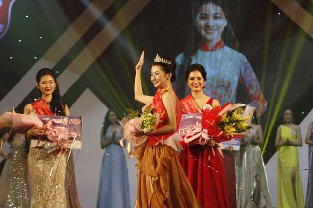 Trả lời hay về áo dài, nữ sinh Ngoại ngữ đăng quang Hoa khôi Đại học Huế - 3