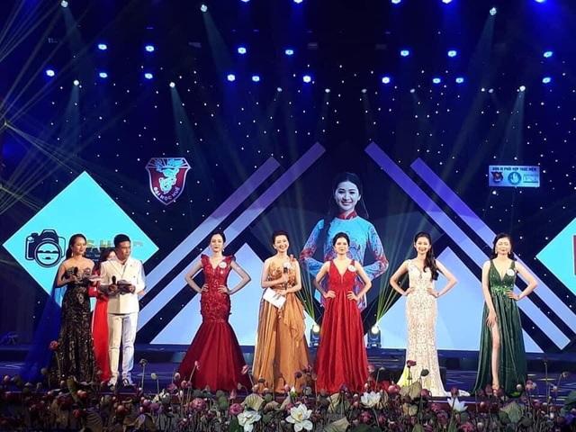 Trả lời hay về áo dài, nữ sinh Ngoại ngữ đăng quang Hoa khôi Đại học Huế - 2