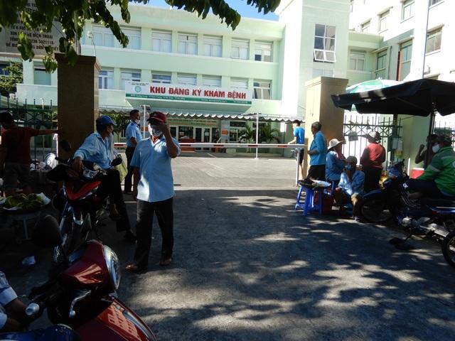 Hai ca mắc Covid-19, cách ly toàn bộ Bệnh viện Đà Nẵng - 1