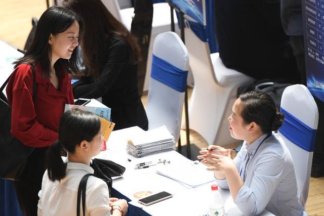 Trung Quốc hỗ trợ các kênh tuyển dụng cho sinh viên tốt nghiệp năm nay - 1