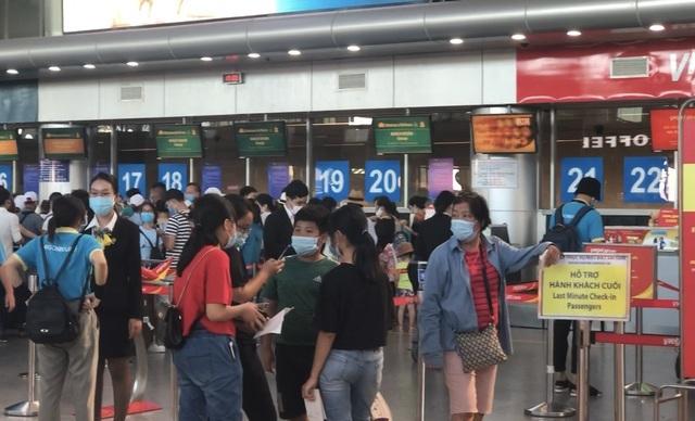 """80.000 khách đang ở """"điểm nóng"""" Đà Nẵng, cần ít nhất 4 ngày để giải tỏa - 1"""