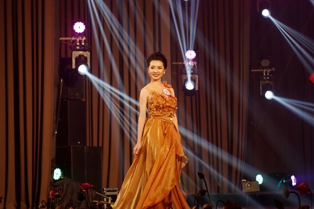 Trả lời hay về áo dài, nữ sinh Ngoại ngữ đăng quang Hoa khôi Đại học Huế - 8