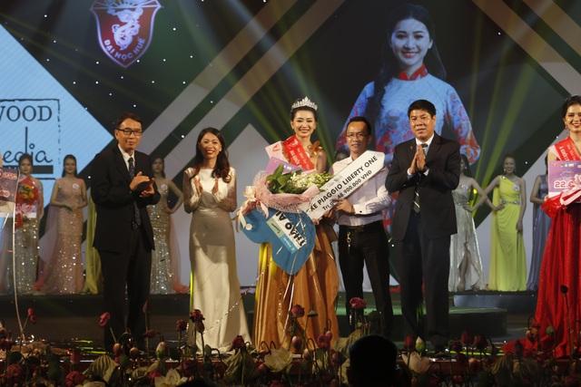 Trả lời hay về áo dài, nữ sinh Ngoại ngữ đăng quang Hoa khôi Đại học Huế - 5