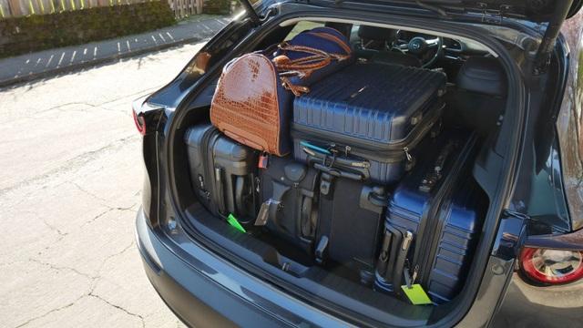 So sánh Mazda 3 Hatchback và Sedan 2020 - Xe nào có cốp rộng hơn? - 7