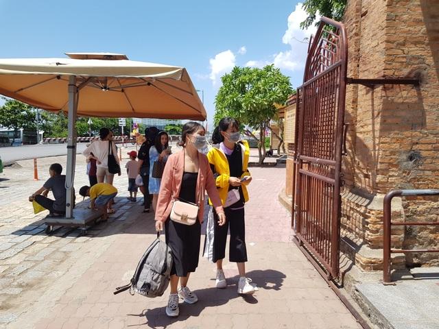 Nha Trang: Du khách đeo khẩu trang sau các ca nhiễm Covid-19 tại Đà Nẵng - 2