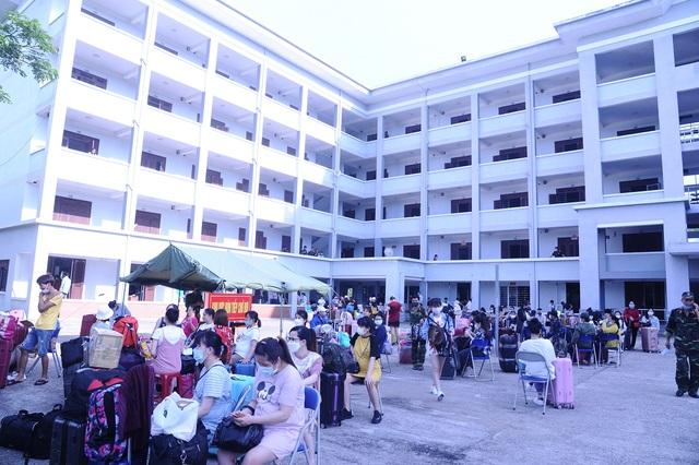 120 người liên quan đến bệnh nhân 416 và 418 âm tính với SARS-CoV-2 - 1