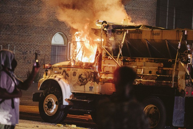 Mỹ lại chìm trong biểu tình bạo loạn - 1