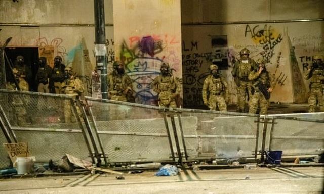 Mỹ lại chìm trong biểu tình bạo loạn - 3
