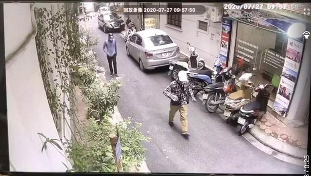 Công bố hình ảnh 2 đối tượng dùng súng cướp ngân hàng BIDV tại Hà Nội - 3