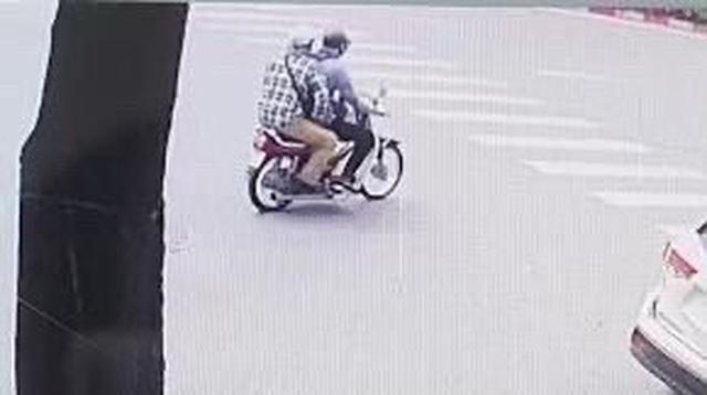 Công bố hình ảnh 2 đối tượng dùng súng cướp ngân hàng BIDV tại Hà Nội - 1
