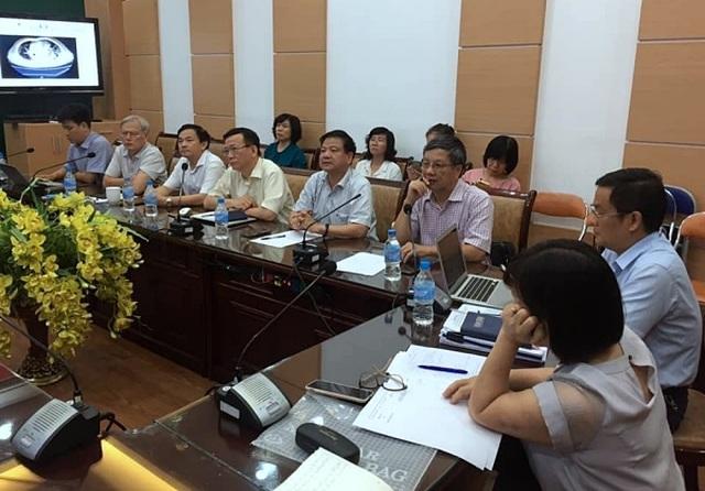 Bộ Y tế chi viện 3 giáo sư đầu ngành vào miền Trung chống dịch Covid-19 - 1