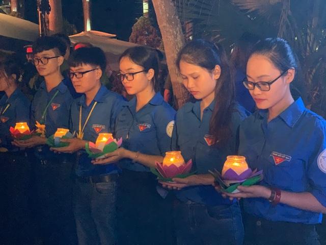 Thanh niên Thủ đô thắp nến tri ân các anh hùng liệt sĩ - 1