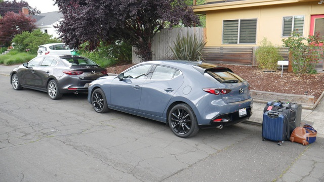 So sánh Mazda 3 Hatchback và Sedan 2020 - Xe nào có cốp rộng hơn? - 1