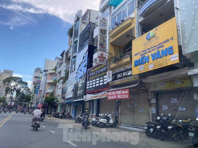 Nhà phố tiền tỷ thi nhau đóng cửa, treo biển cho thuê ở trung tâm Sài Gòn - 13