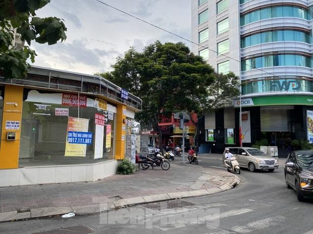 Nhà phố tiền tỷ thi nhau đóng cửa, treo biển cho thuê ở trung tâm Sài Gòn - 2