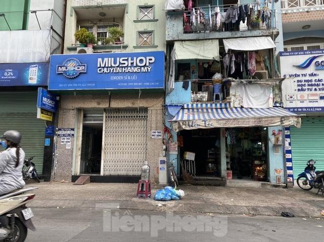 Nhà phố tiền tỷ thi nhau đóng cửa, treo biển cho thuê ở trung tâm Sài Gòn - 9