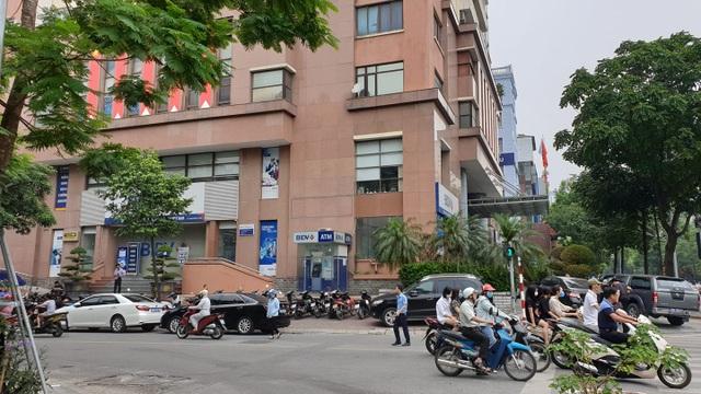 Vụ nổ súng cướp ngân hàng BIDV: Hai đối tượng lấy đi khoảng 900 triệu đồng - 1