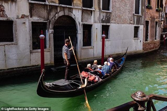 """Venice giảm công suất thuyền Gondola vì tình trạng du khách """"quá cân"""" - 4"""