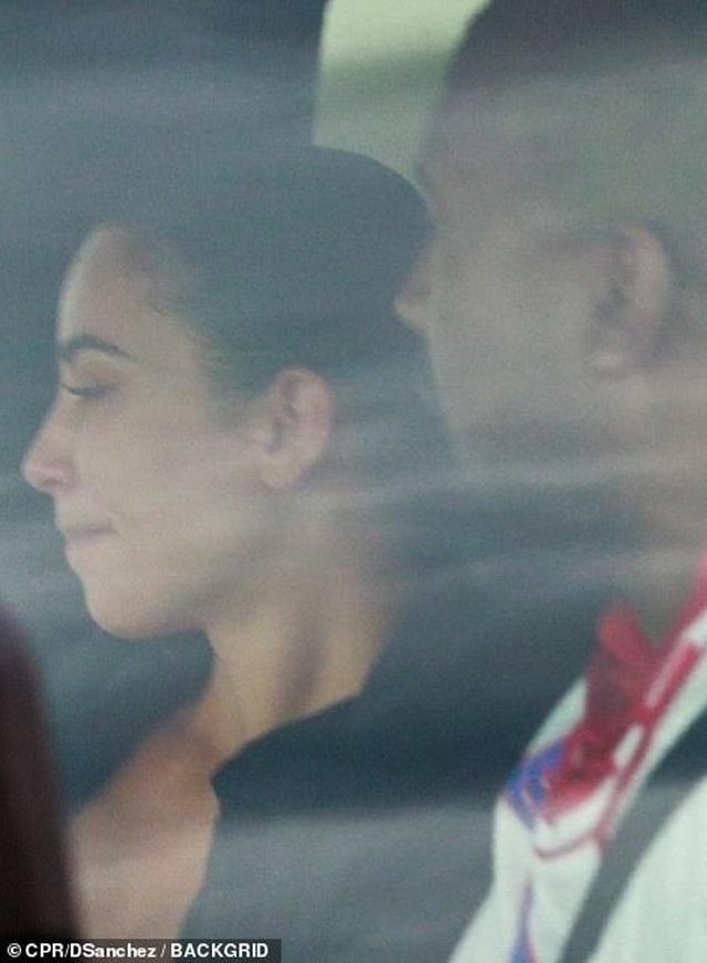 Kim Kardashian khóc khi trò chuyện với chồng trên ô tô - 3