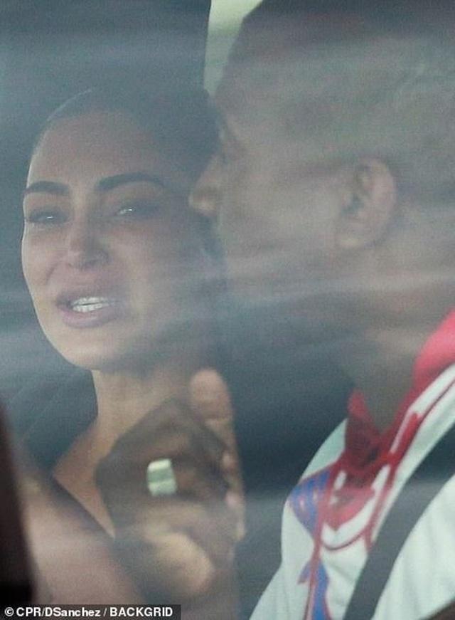 Kim Kardashian khóc khi trò chuyện với chồng trên ô tô - 4