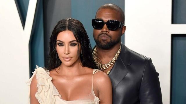 Kim Kardashian khóc khi trò chuyện với chồng trên ô tô - 6