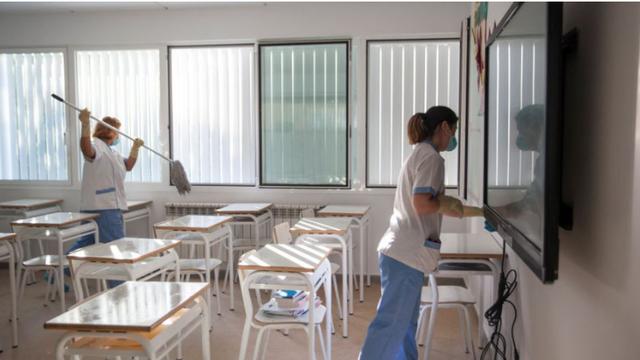 Mỹ: Kế hoạch mở cửa lại trường học gây nhiều áp lực lên phụ huynh - 1