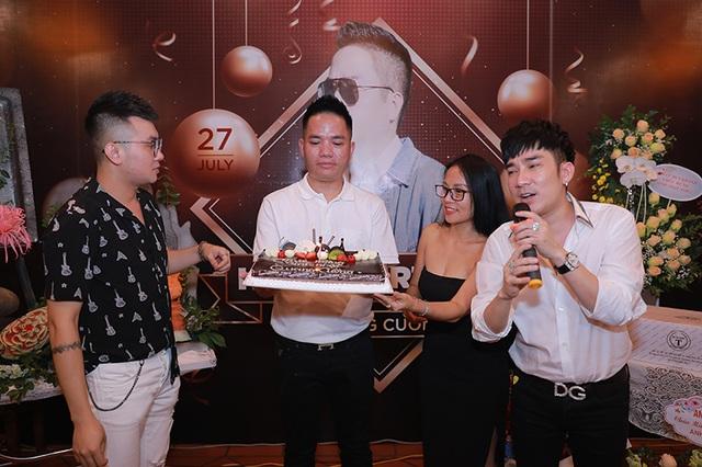 """Quang Hà tổ chức tiệc sinh nhật cho """"ông bầu"""" Quang Cường - 2"""