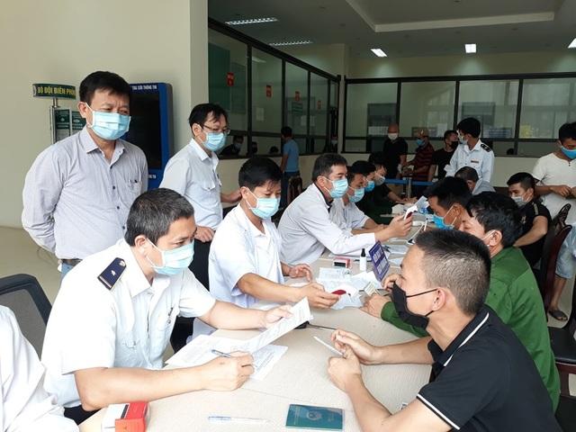 Quảng Bình: Cách ly, theo dõi y tế gần 1.200 người về từ Đà Nẵng - 1