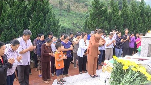 Hình ảnh cảm động người dân phố núi biên giới Mường Khương viếng liệt sĩ - 1