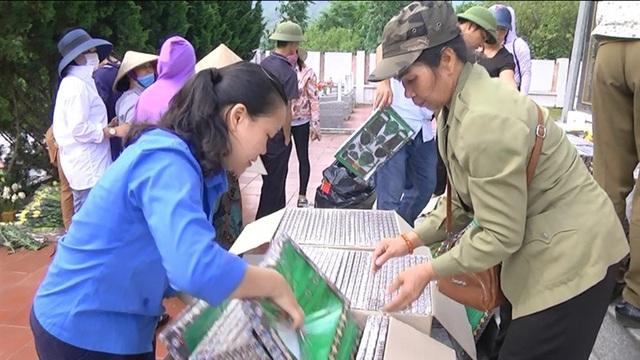 Hình ảnh cảm động người dân phố núi biên giới Mường Khương viếng liệt sĩ - 5