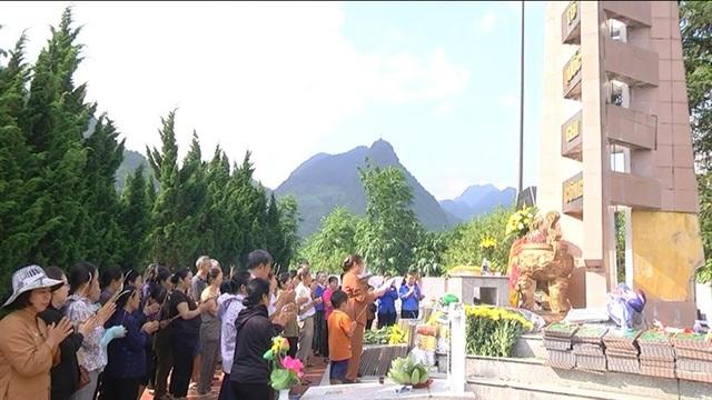 Hình ảnh cảm động người dân phố núi biên giới Mường Khương viếng liệt sĩ - 6