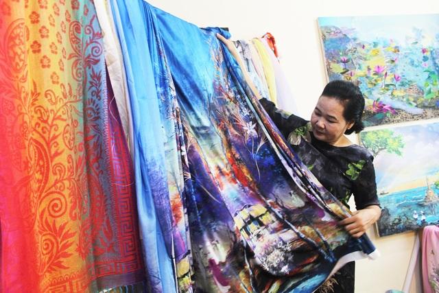 Lạ lùng cách nữ họa sỹ Hà Nội biến vải vụn thành tác phẩm nghìn đô - 5