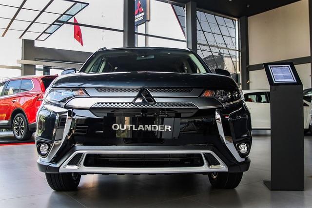 Outlander 2020 thêm công nghệ để đấu Honda CR-V sắp ra mắt - 1