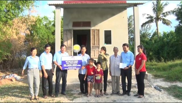 Bàn giao 3 căn nhà tình nghĩa cho cựu TNXP, nạn nhân chất độc da cam - 2